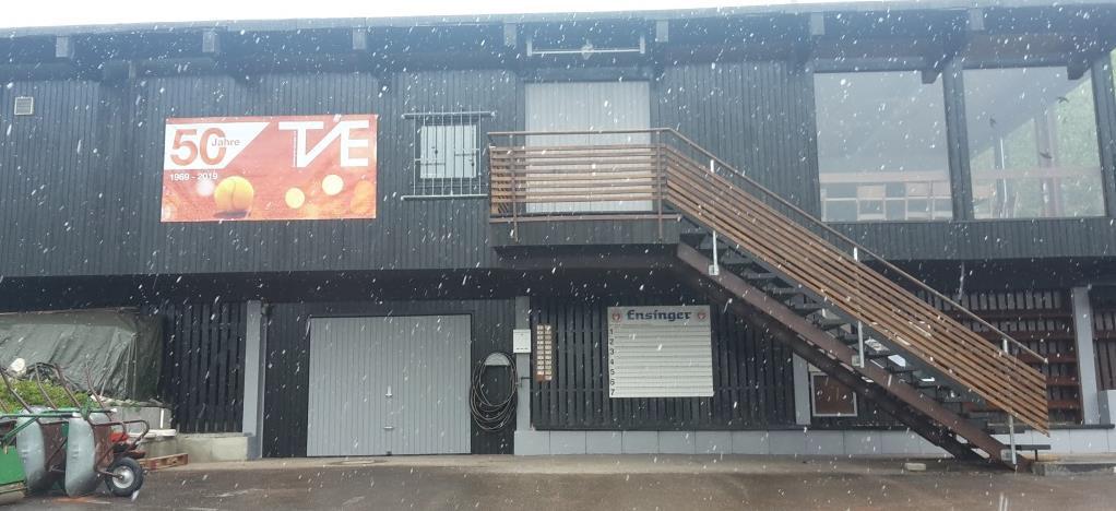 Das frisch gestrichene Clubhaus - heute bei Schneetreiben